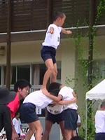 『2年連続!運動会メイン競技スタンツでフィナーレをかざりました!』 (小学2年生男の子)