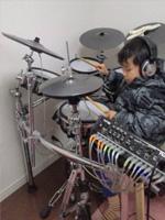 「ドラムの先生にとても誉められました!!」(小学1年生 男の子)